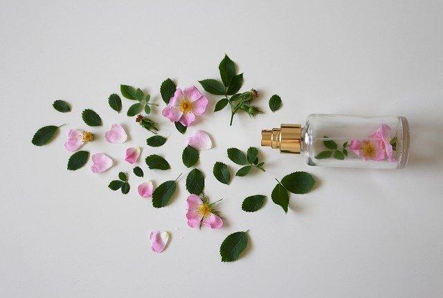 Oli e balsami profumati trattamenti per la pelle dal profumo seducente